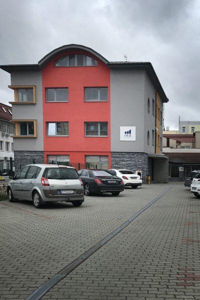 Realizácia fasády, stavebné práce, zatepľovacie práce, polyfunkčný dom Žilina | Lodostav.sk - kvalitná stavebná firma z Kysúc